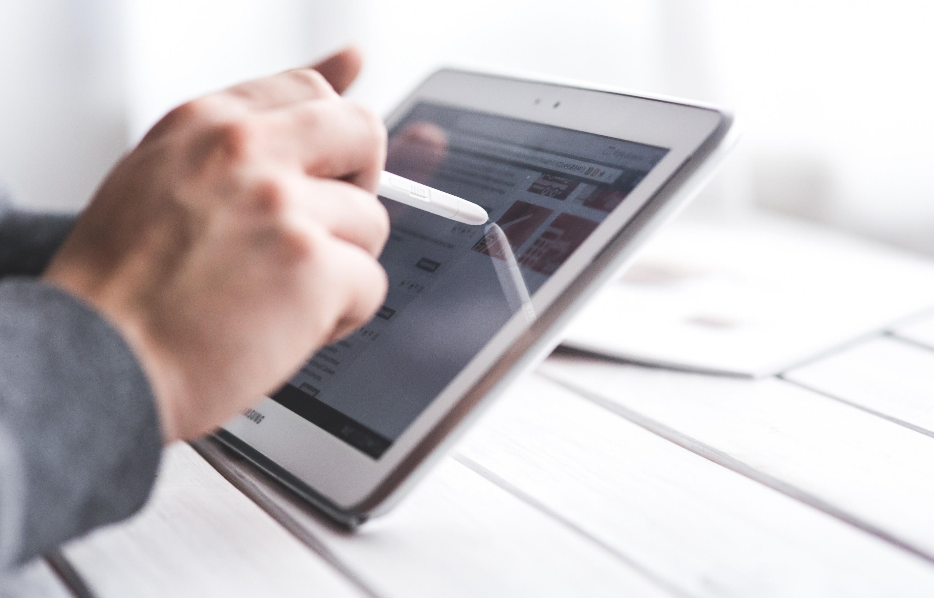 Accessoires tablettes tactiles : optez pour un stylet
